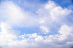 Lumière du soleil sur le ciel bleu Photos stock