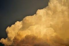 Lumière du soleil sur le nuage Image stock