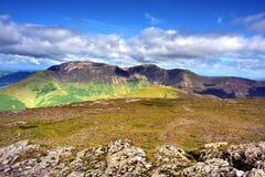 Lumière du soleil sur les montagnes de Cumbrian Image libre de droits
