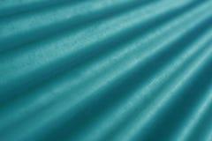 Lumière et ombre sur la tuile de toit photographie stock libre de droits