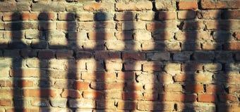 Lumière et ombre sur le mur photographie stock libre de droits