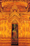 Lumière et splendeur d'or de découper le modèle élaboré qui est Wat Phra Chao Lan Thong Le Président du Bouddha annuel Vi Photos stock