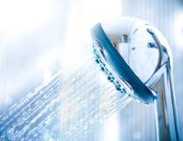 Lumière fraîche de bleu de douche de jet d'eau Photographie stock libre de droits