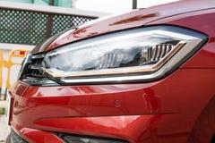 Lumière principale de Volkswagen Golf Sportvan 2018 image libre de droits