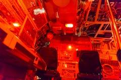 Lumière rouge d'orange de salle de commande photographie stock