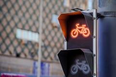 Lumière rouge pour la voie pour bicyclettes sur le feu de signalisation photos libres de droits