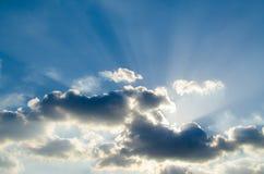 Lumière sur le ciel bleu Photographie stock