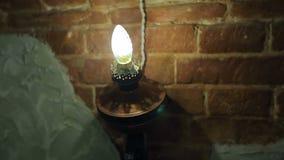 Lumière sur le vieux mur de briques clips vidéos