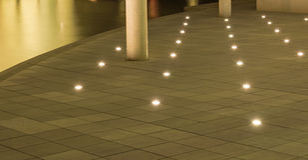Lumière sur un plancher en béton Image libre de droits