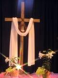 Lumière sur une croix de Pâques Images libres de droits