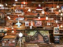 Lumières à vendre dans le magasin d'appareils ménagers de vintage Photo stock