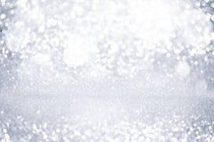 Lumières argentées abstraites de bokeh de scintillement avec le fond clair mou photo stock