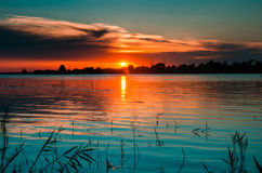 Lumières bleuâtres dans Danube au coucher du soleil Photo libre de droits