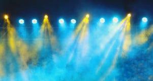 Lumières bleues et jaunes de concert Photographie stock libre de droits