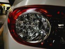 lumières brillantes de voiture images stock