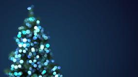 Lumières brouillées de bleu d'arbre de Noël Image stock