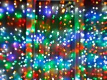 Lumières brouillées de Noël sur la fenêtre Images stock