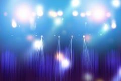 Lumières brouillées sur l'étape, résumé de l'éclairage de concert images libres de droits