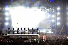 Lumières colorées d'étape au concert Images libres de droits