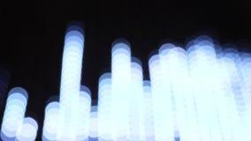 Lumières courantes colorées de bokeh dans l'illumination de nuit de nouvelle année clips vidéos