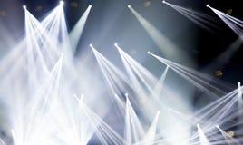 Lumières d'étape sur le concert Projecteur de hall de l'éclairage equipment Photographie stock