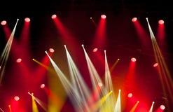 Lumières d'étape sur le concert Projecteur de hall de l'éclairage equipment Photo stock