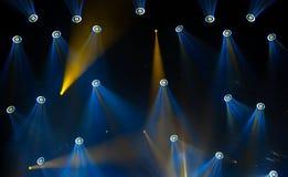 Lumières d'étape sur le concert Projecteur de hall de l'éclairage equipment Photographie stock libre de droits