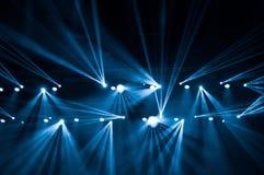 Lumières d'étape sur le concert Projecteur de hall de l'éclairage equipment Photo libre de droits