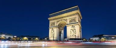 Lumières d'Arc de Triomphe et de véhicule Photos libres de droits