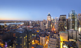 Lumières d'horizon de ville au coucher du soleil Images stock