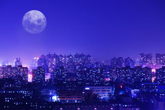 Lumières d'un scintillement de myriade d'une ville Photographie stock libre de droits