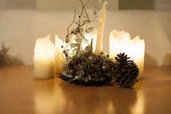 Lumières de bougies, de Noël et décoration avec du grand maïs Images libres de droits