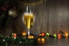 Lumières de Champagne et de Noël photos stock