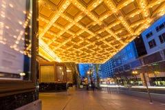 Lumières de chapiteau de théâtre de Broadway dedans en centre ville image libre de droits