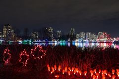 Lumières de Noël au lac Lafarge dans la ville de Coquitlam Images stock