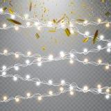 Lumières de Noël d'isolement sur le fond transparent Ensemble de guirlande rougeoyante d'or de Noël Images stock