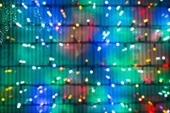 Lumières de Noël Defocused sur la fenêtre Photos libres de droits
