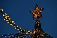 Lumières de Noël le soir image libre de droits