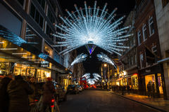 Lumières de Noël sur la nouvelle rue en esclavage, Londres, R-U Photos stock