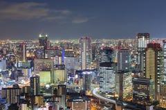 Lumières de nuit, affaires de bureau d'Osaka du centre Photo stock