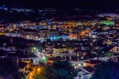 Lumières de nuit du village de la visibilité directe Pacos Photos stock