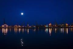 Lumières de port de nuit Photos stock