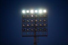 Lumières de stade la nuit Image libre de droits