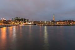 Lumières de Tallinn de nuit Photographie stock