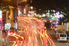 Lumières de traînée à la rue de Singapour Photos stock