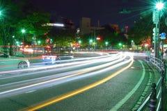 Lumières de véhicules en mouvement à Yokohama, Japon photographie stock
