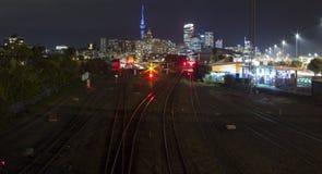Lumières de ville d'Auckland images stock