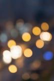 Lumières de ville de nuit brouillées par résumé concept de milieux de tache floue Tache floue du paysage urbain en heure bleue Co Image stock