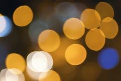 Lumières de ville de nuit brouillées par résumé concept de milieux de tache floue Tache floue du paysage urbain en heure bleue Co Image libre de droits