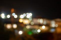 Lumières de ville de nuit dans le defocus abrégez le fond images stock